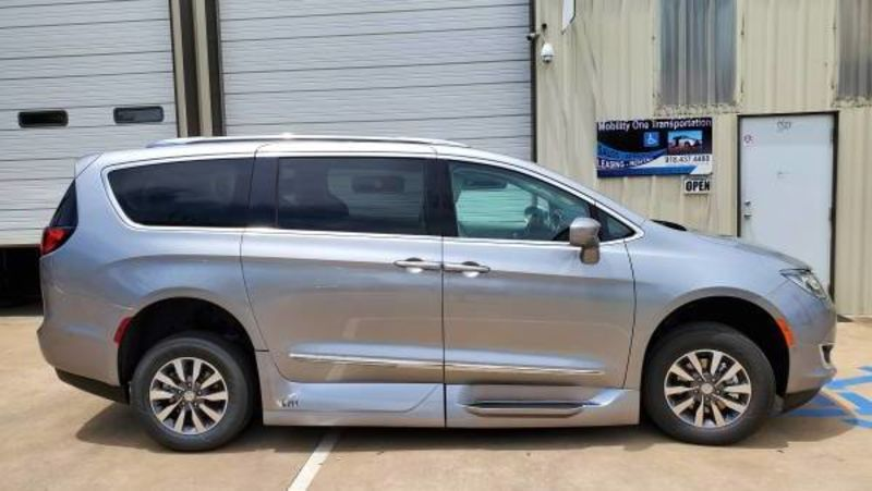 New 2020 Chrysler Pacifica.  ConversionVMI Chrysler Pacifica Northstar Access360 by VMI